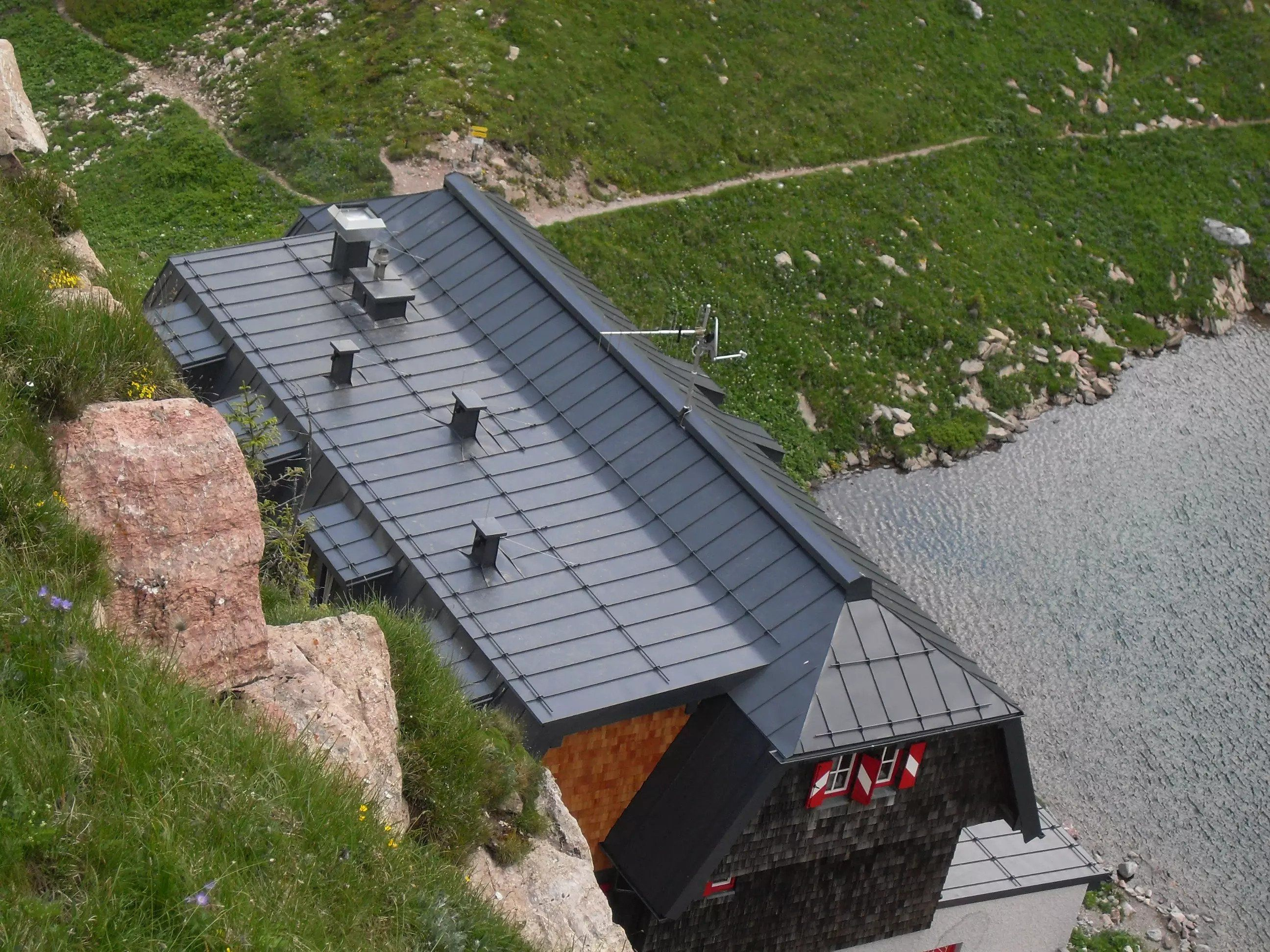 Wolayerseehütte Blecheindeckung
